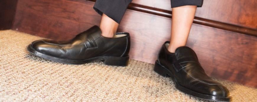 چگونه کفشی که بزرگ است را کوچک کنیم
